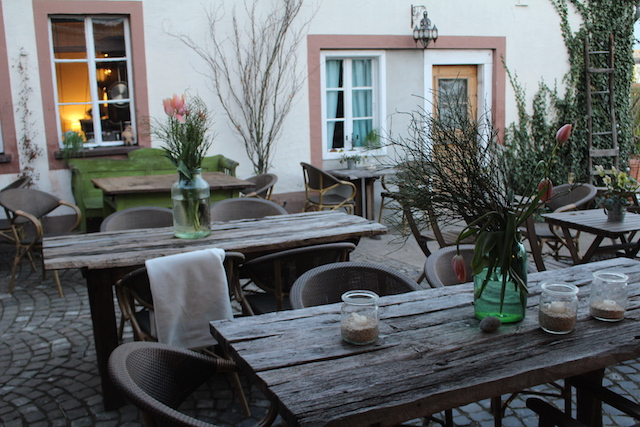 Tische Innenhof Cornel's