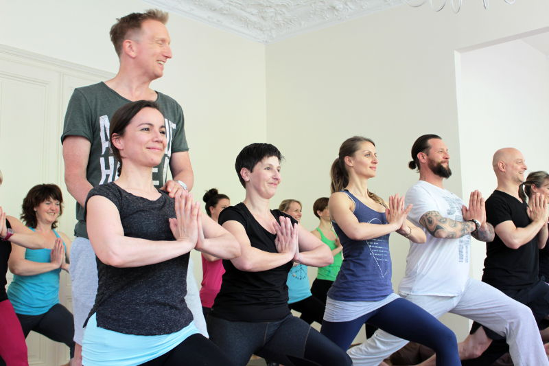 Yoga + Business Gruppe Krieger